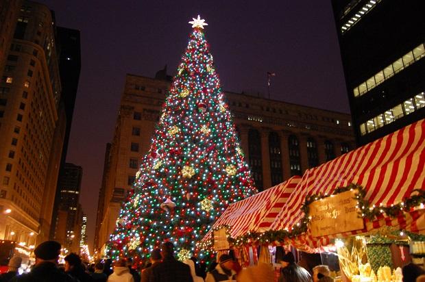 Christkindlmarket and tree, Daley Plaza.