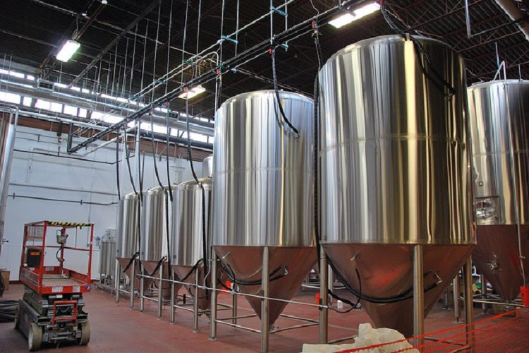 free beer tours at revolution brewing 2