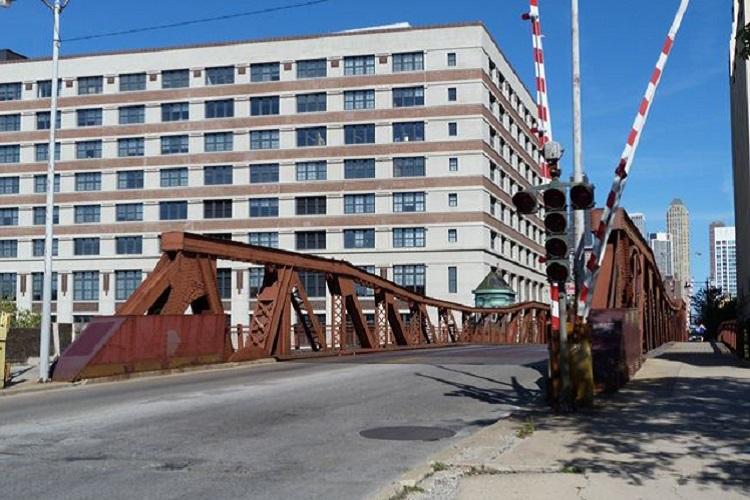 FREE chicago avenue bridge