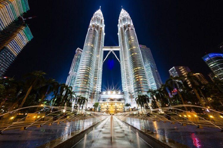 cheap flights to malaysia - Petronas-Twin-Towers-in-Kuala-Lumpur