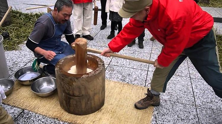 Kagami-Biraki festival rice pounding